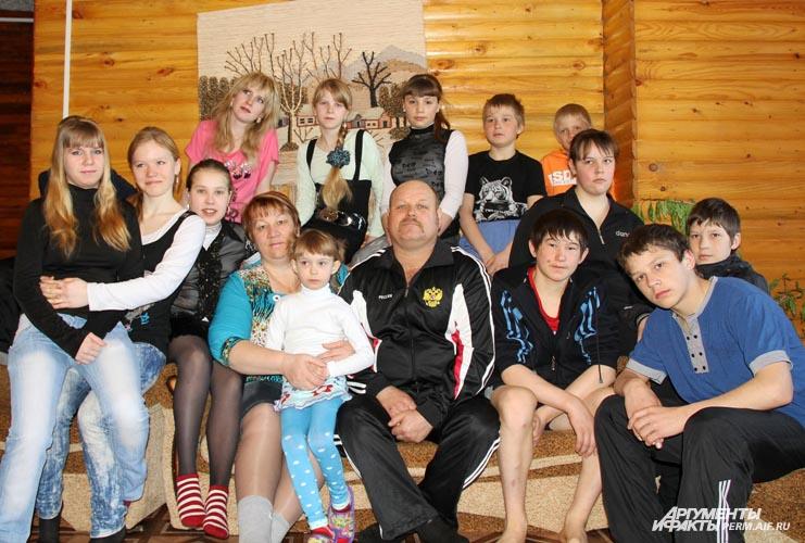 Многодетным семьям власти раздают